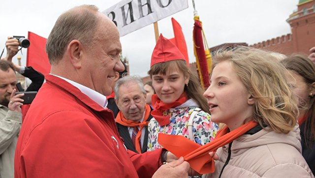 Брянских школьников приняли впионеры наКрасной площади