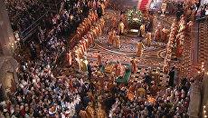 Мощи Николая Чудотворца под звон колоколов доставили в храм Христа Спасителя