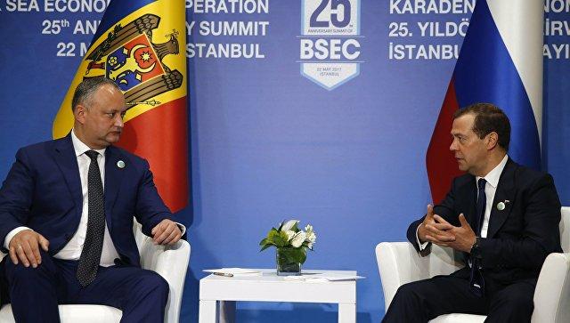 Медведев обсудил с Додоном сотрудничество Молдавии с ЕАЭС