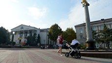 Обелиск с грифоном - сиволом города Керчь. Архивное фото