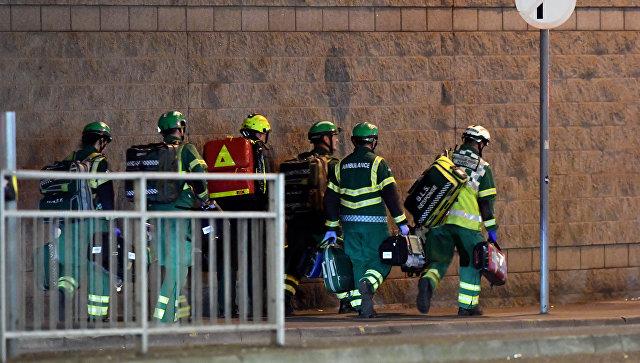 Медики и спасатели возле Манчестер-Арены, где прогремели взрывы. Архивное фото