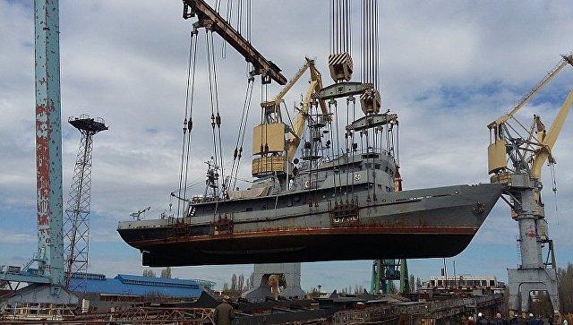 ВНиколаеве загорелось судно ВМС Украины: cотрудники экстренных служб гасят пожар