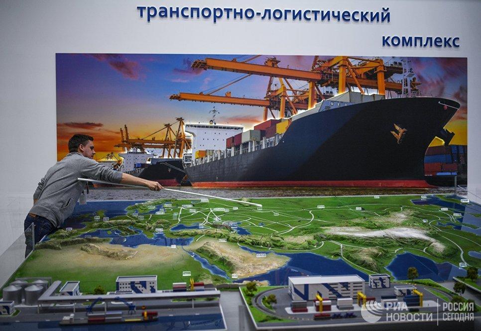 Стенд транспортно-логистического комплекса в Экспофоруме накануне открытия Санкт-Петербургского международного экономического форума 2017
