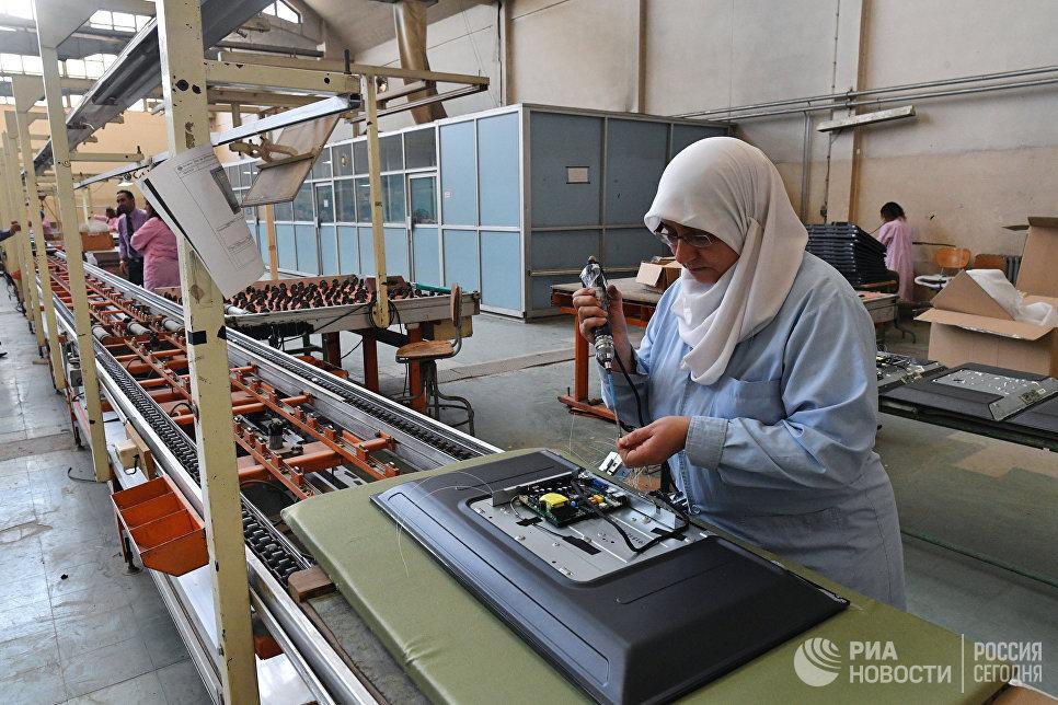 Сборочный цех завода по производству телевизоров Syronics в Дамаске