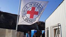 Флаг Международного комитета Красного Креста. Архивное фото