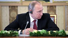 Президент РФ Владимир Путин во время встречи с представителями мировых информационных агентств. 1 июня 2017