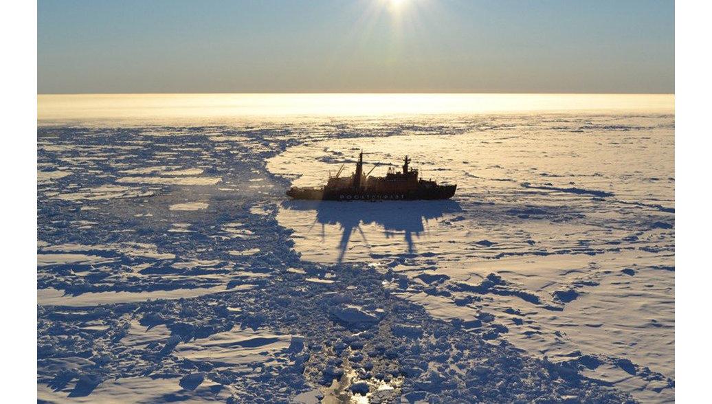Экспедиция Арктика-2012 на атомном ледоколе Россия, архивное фото