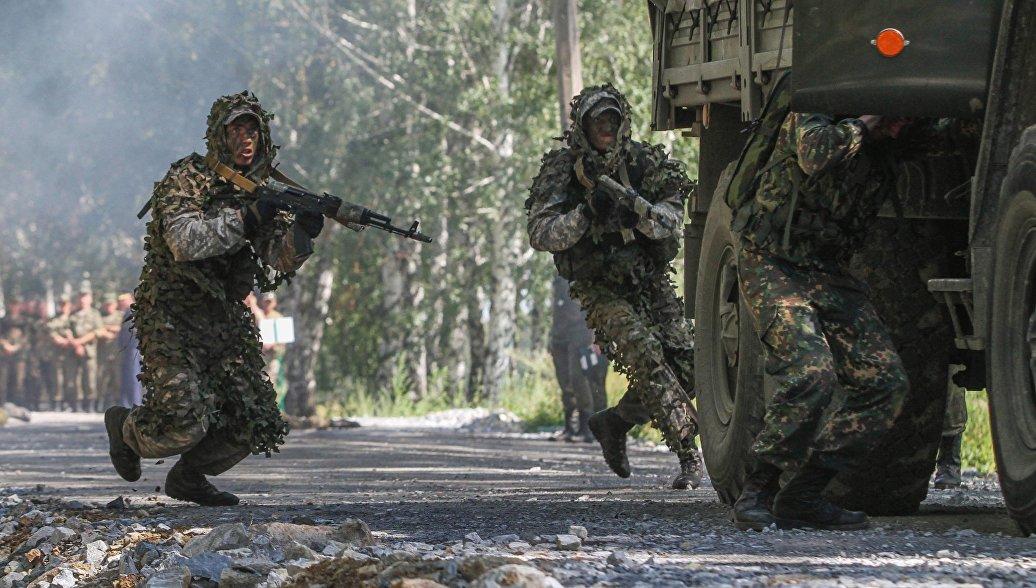 Российские военнослужашие во время конкурса Отличники войсковой разведки. Архивное фото