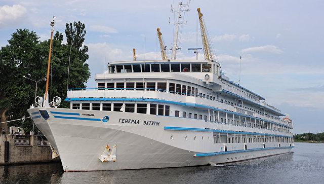 Украинский лайнер «Генерал Ватутин», направлявшийся вОдессу, незаходил вводы РФ