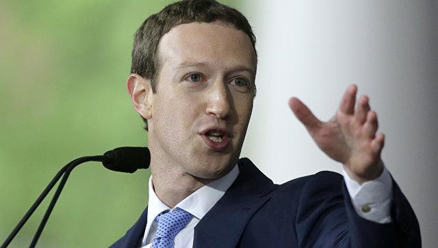 Цукерберг намерен остаться на посту главы Facebook, несмотря на критику
