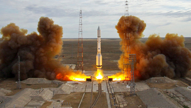 Старт ракеты-носителя Протон-М с Байконура. 8 июня 2017