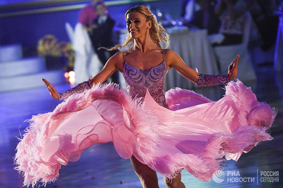 Катюша Демидова (США) выступает на шоу Звездный Дуэт - Легенды Танца! в Кремлевском Дворце в Москве