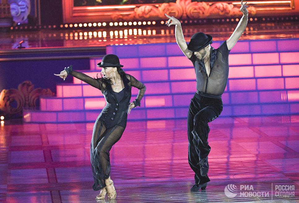 Эмануэле Солльди и Элиза Насато (Италия) выступают на шоу Звездный Дуэт - Легенды Танца! в Кремлевском Дворце в Москве
