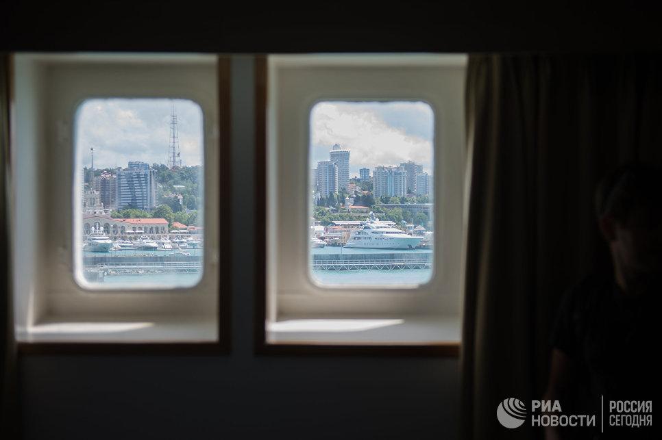 Вид на город Сочи из иллюминаторов круизного лайнера Князь Владимир
