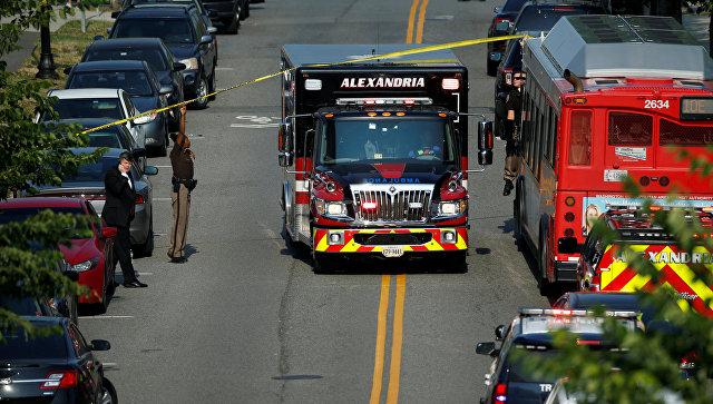 Машина скорой помощи на месте нападения на конгрессменов в Александрии штат Вирджиния. Архивное