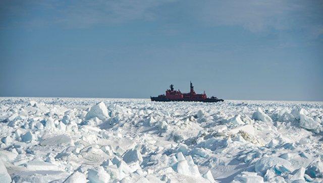 Ледокольное судно. Архивное фото