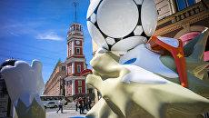 Талисман Кубка Конфедераций Волк-Забивака на улице Думская в Санкт-Петербурге