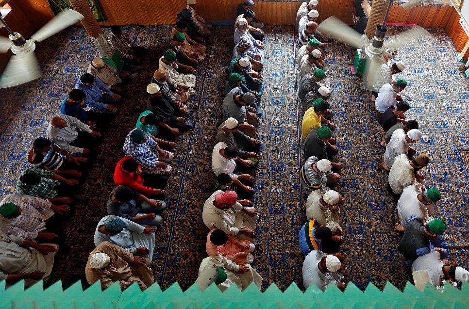 Молитва во время Рамадана в Шринагаре