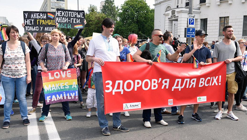 """В Киеве неизвестные напали на участников """"марша равенства"""""""