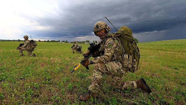 Военнослужащие британской армии участвуют в учениях НАТО на границе между Польшей и Литвой. 17 июня 2017