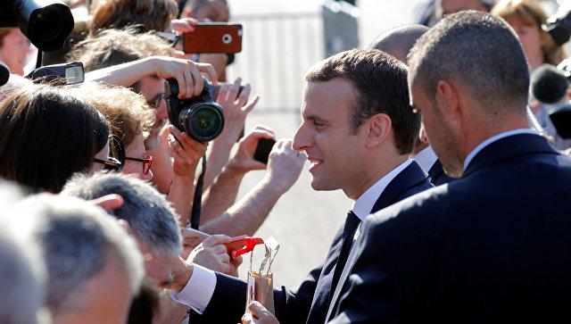 Президент Франции Эммануэль Макрон после голосования во втором раунде парламентских выборов в Ле Туке