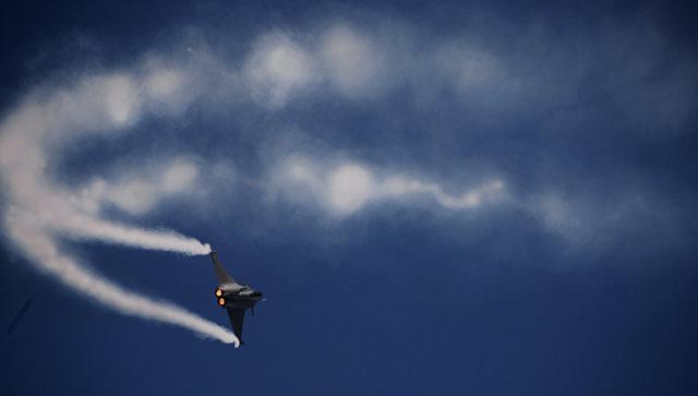 Во Франции проверяют слухи о генерале, летавшем на виллу на штурмовике