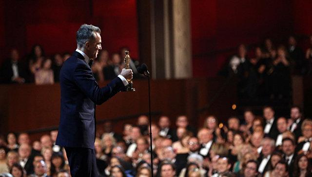 Британский актер Дэниэл Дэй-Льюис во время вручения премии Оскар за лучшую мужскую роль в фильме Линкольн. Архивное фото