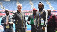 Главный тренер сборной Камеруна Уго Броос и игрок Себастьян Сиани. 21 июня 2017