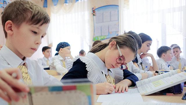 Ученики на занятиях. Архивное фото