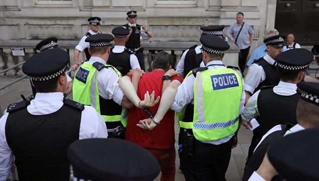 Сотни полицейских дежурят на улицах Бирмингема и Лондона, чтобы не допустить столкновений протестующих