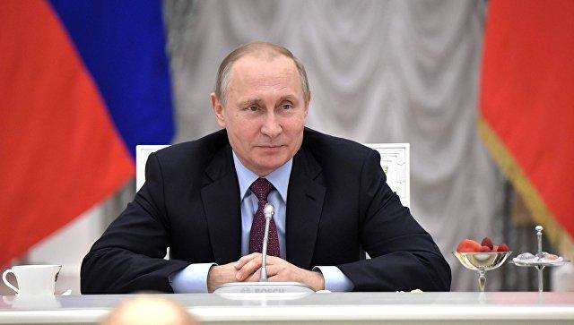 Путин объявил онеобходимости «сдубиной стоять» ради поднятия зарплат бюджетникам