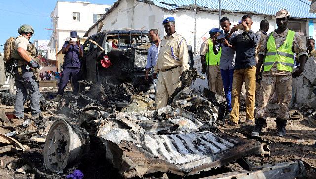 На месте взрыва в Могадишо, Сомали. 22 июня 2017