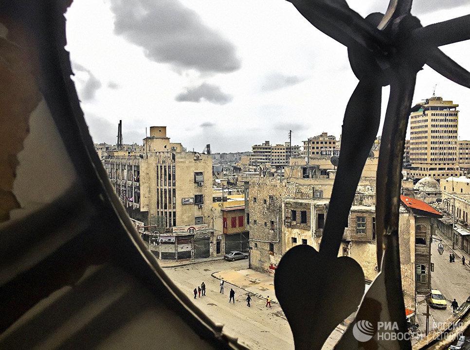 Вид на Старый город - исторический центр Алеппо с Часовой башни. Старый город - комплекс зданий XII-XVI веков был включен в список Всемирного наследия ЮНЕСКО в 1986 году. Сирия, 15.02.2016