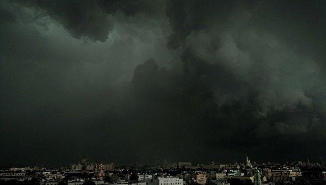 Гроза в Москве. Архивное фото