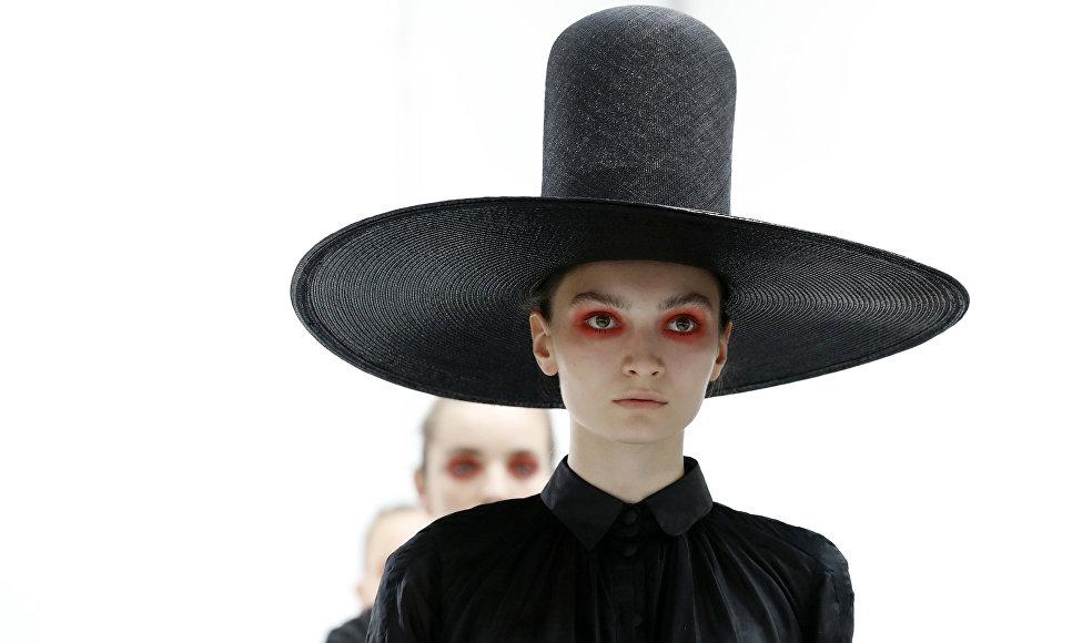 Показ коллекции Xuan на Неделе высокой моды сезона осень/зима 2017-2018 в Париже
