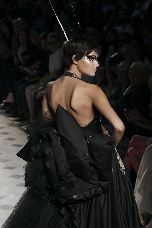 Показ коллекции Жюльена Фурнье на Неделе высокой моды сезона осень/зима 2017-2018 в Париже