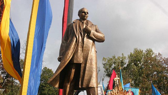 Открытие  памятника Степану Бандере на Украине. Архив