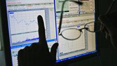 Графике на мониторе компьютера. Архивное фото