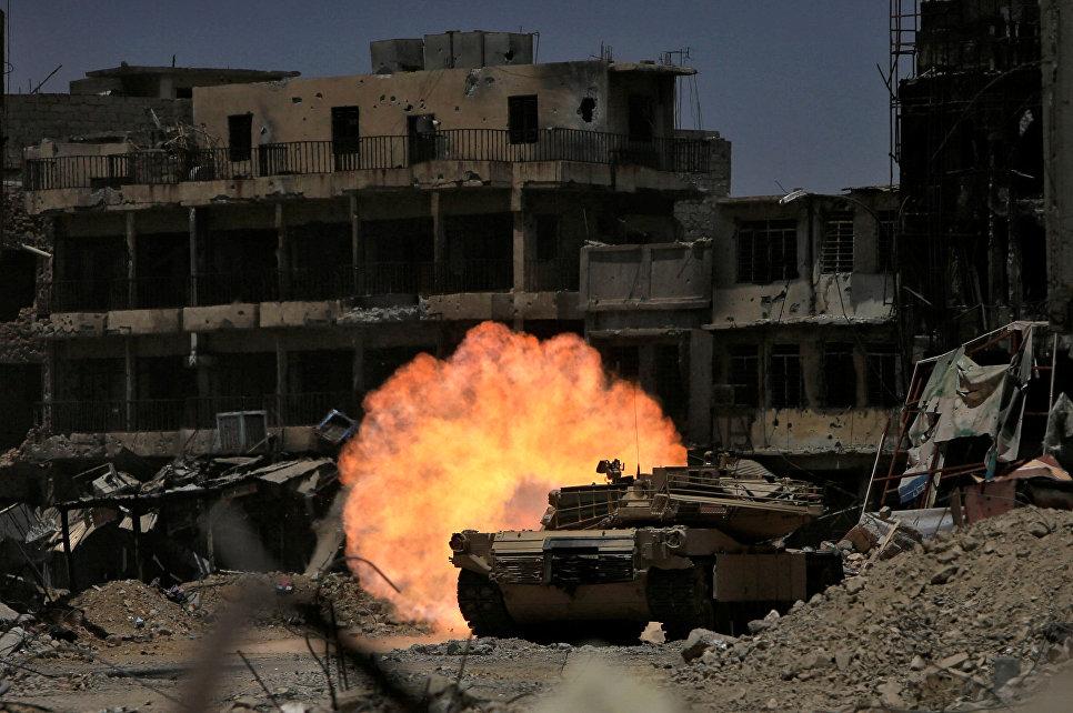 Танк отдела реагирования на чрезвычайным ситуациям горит в Мосуле