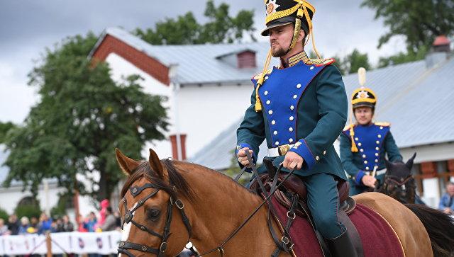 Выступления всадников Кремлевской школы верховой езды на ВДНХ. Архивное фото