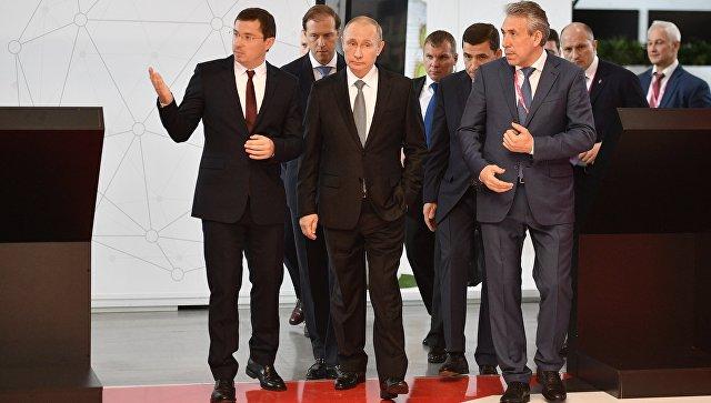 Владимир Путин посетил стенд индустриального гиганта, чьи учреждения работают вЧелябинской области