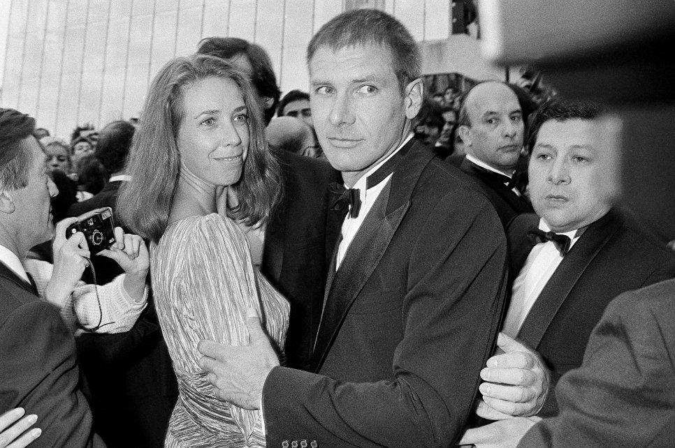 Американский актер Харрисон Форд с женой на красной дорожке Каннского кинофестиваля, 1985