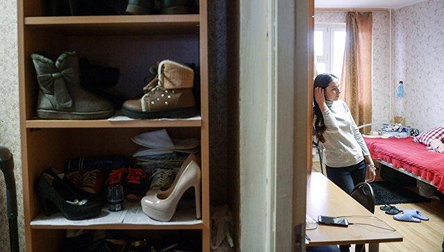 Студентка в общежитии. Архивное фото