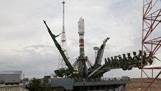 Ракета-носитель Союз-2.1а установлена в пусковую систему стартовой площадки космодрома Байконур. Архивное фото