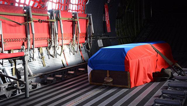 Гроб с телом российского военного. Архивное фото