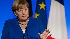 Ангела Меркель во время совместной пресс-конференции c президентом Франции Эммануэлем Макронм. 13 июля 2017