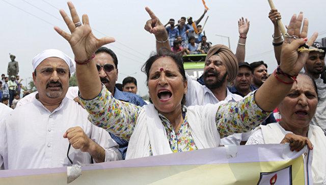 Протесты в Кашмире после убийства пилигримов. Архивное фото