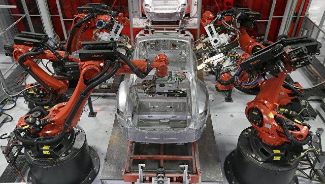 Сборка автомобилей Tesla на заводе в Фремонте, Калифорния