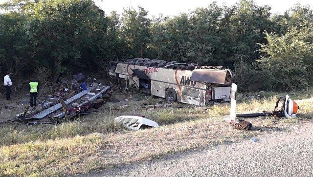 Шофёр ВАЗ заснул иотправил вкювет автобус наСтаврополье: погибли двое