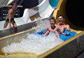 Отдыхающие в аквапарке отеля Ялта-Интурист в Ялте